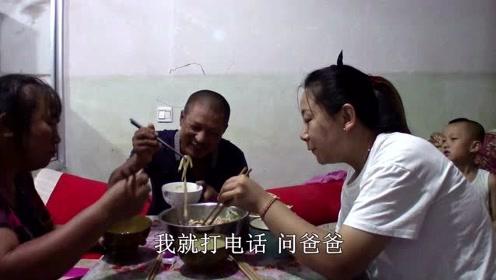 女儿和儿媳一起忙乎啥?大黑放羊回家吃上热乎饭,直夸手艺好!