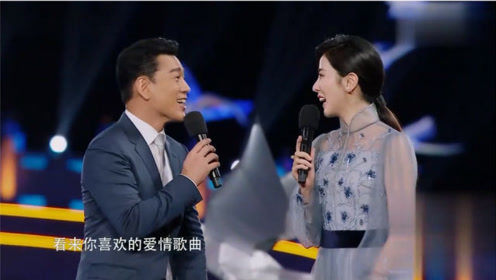 主持人:你最喜欢的情歌是什么?怎料王耀庆立