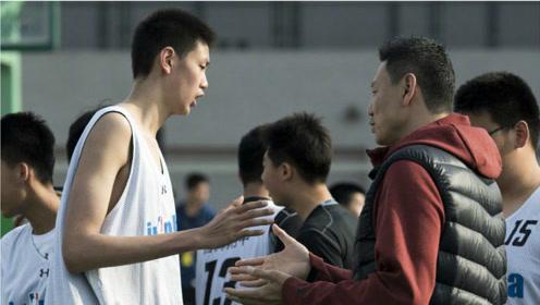 李楠儿子入选男篮集训名单引争议!一场CBA都没打过,他凭什么?