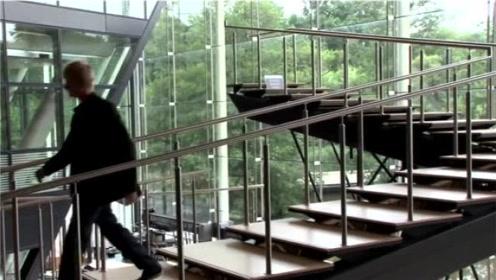 传说中的悬魂梯,到底是啥原理?为何一直走却还是原地不动!