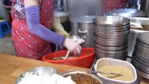 美食:韩国最繁忙的面条店之一,食客一波一波的来,生意好得不得了!