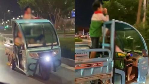 太危险!4名熊孩子开三轮车在马路上兜风,视频曝光众人直冒冷汗