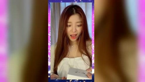 趁妹妹录视频的时候把她的耳机剪断了,看看她有什么反应?