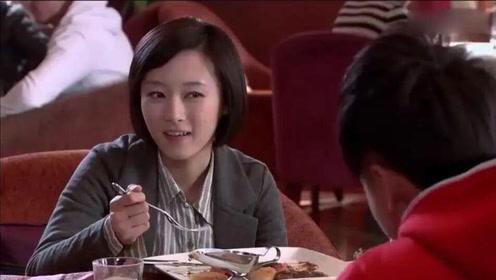穷小子带女友吃霸王餐,美女吓的提心吊胆,哪知整个饭店都是他的