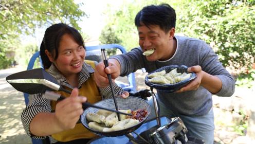 胖妹巡村溜达一圈,摘豆角包水饺,鲜嫩多汁,两人差点抢着吃