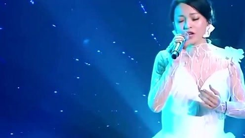 没有实力就不要找张韶涵合唱,等她这一嗓子刚出,怕是你要变助唱