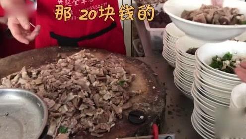 1米8大锅炖羊肉,加汤最低20元一碗!大饼免费吃,顾客坐满2个厅