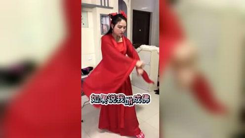 40几岁的大姐还不嫁人,天天在家拍视频做网红梦,全家都愁坏了