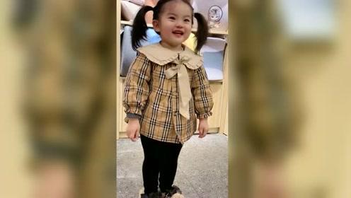 2岁的闺女第一次去玩具店,舅舅发来一段视频,闺女果然要富养!