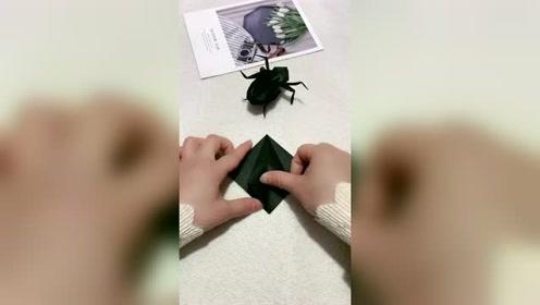 叠个黑蜘蛛恶搞男朋友,这么逼真,他都吓一跳