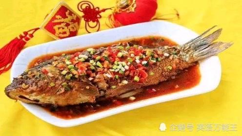 """美食英语跟我学:舌尖上的中国,""""红烧鲤鱼""""特色菜英语怎么说?"""