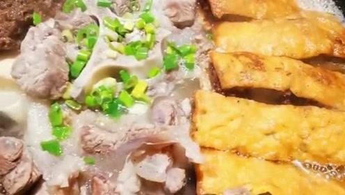 冬天就是要吃上一口,热气腾腾的美食,这款土火锅版全家福你爱了吗?
