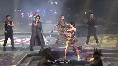 古惑仔演唱会五人齐聚瞬间,台下粉丝疯狂尖叫,还是郑伊健最帅气