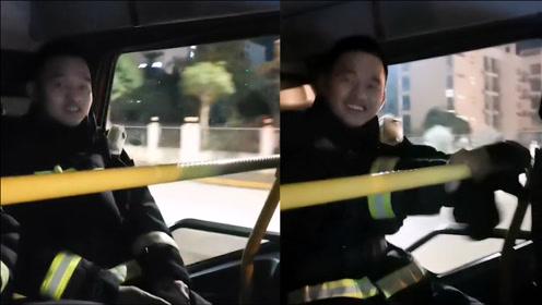 消防员夜晚出警归来,竟车内开启DJ模式摇摆自嗨,原因让人笑喷