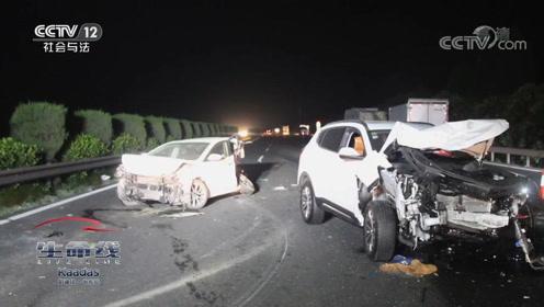 高速路上轿车突然爆胎出事故,又遭后车追尾,致1人死亡