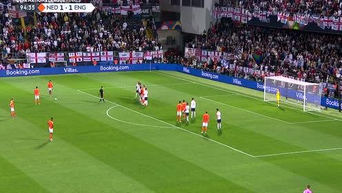 德佩任意球绕过人墙直钻球门 皮克福德诠释何为稳如泰山