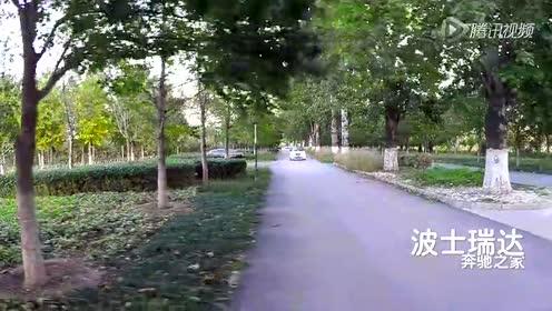 国安球员杨智试驾奔驰smart
