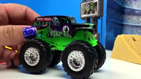 大轮越野汽车玩具展示