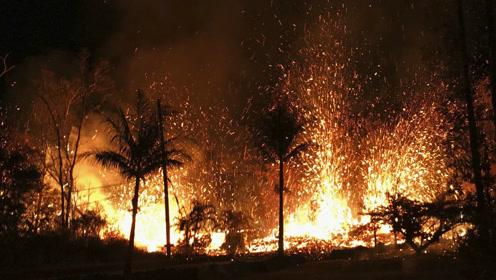镜头记录下海底火山爆发,深海都掩盖不住浓烟的上升!