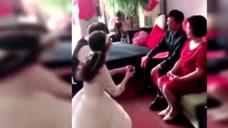 婚礼上的丢人行为,看得出来都是第一次结婚了