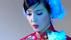 依萍首秀在大上海唱歌,一出场书桓看愣了,不得不感慨她年轻的颜
