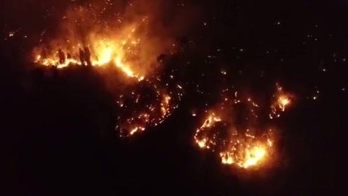 航拍西昌森林大火现场:火势未见减弱 火线沿山势蔓延