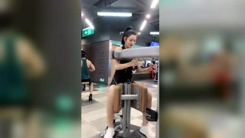 美女自拍:漂亮身材好的小姐姐天天锻炼身体