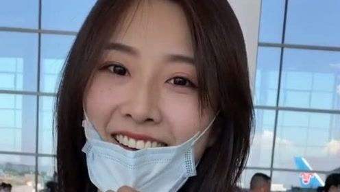 机场偶遇最美车模苏宁接朋友,在她把口罩摘下来的瞬间,简直美的不可方物!