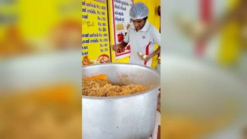 印度的街头快餐,满满的一大桶,真是干净又好吃呀!