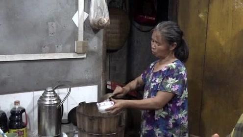 亲戚带了20多斤的大西瓜,王四老妈二话不说加道硬菜