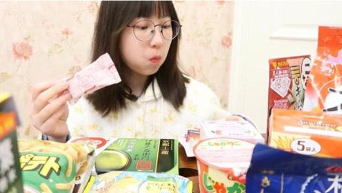 中国吃播:萌妹子吃各式薯片、薯条和饼干,追剧宅家必备美食