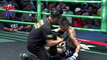 泰拳比赛,选手一拳将对手打蒙,接下的比赛就是单方面碾压了
