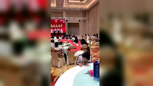 论学霸是怎样练成的台上歌舞升平,台下妙笔生