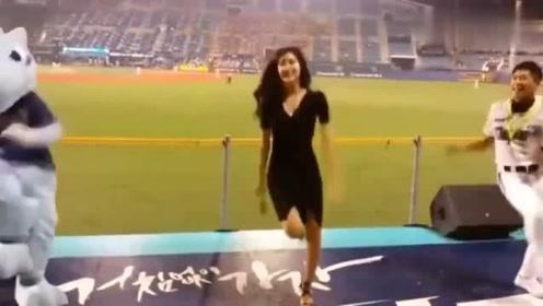 韩国最出名的啦啦队美女,观众专门去看她跳舞