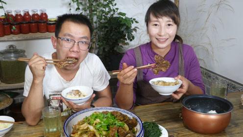 陕北特色大烩菜不只是酸菜一种,春姐加上排骨宽粉,弟弟吃过瘾了