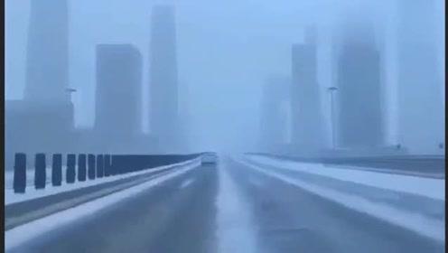 这是今天最火的一段视频,这是我从未见过的北京