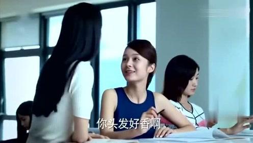 美女觉得同事发质特别好询问方法,同事告诉她一个小秘诀,连护理都不用做了