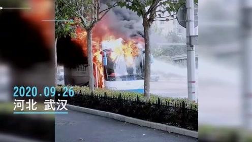 火光冲天!武汉一辆旅游大巴车起火,伤亡不详