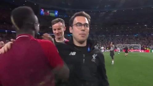 终场哨响利物浦众将陷入疯狂,全程记录欧冠赛后双方球员表情细节