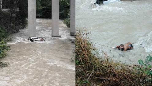 湖北一越野车涉水过河被冲走,村民抛绳救援,现场一幕太惊险