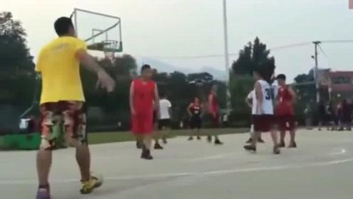 """南方民间篮球场现""""尼克杨"""", 这技术放在CBA什么水平!"""
