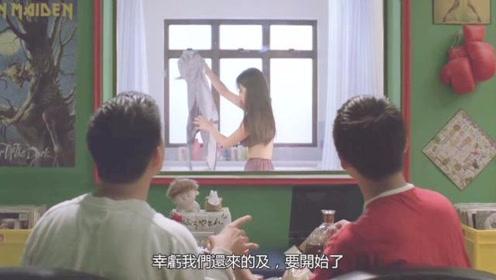 浴室镜子是面透视镜,两兄弟偷窥美女洗澡,结果却什么都没看到!