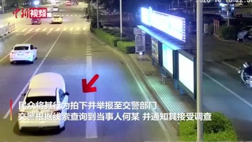 广西女司机开着引擎盖上路称给车充电不影响视线