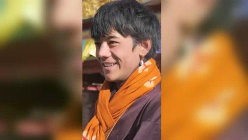 藏族男孩丁真微笑,笑的好甜,適合反復觀看