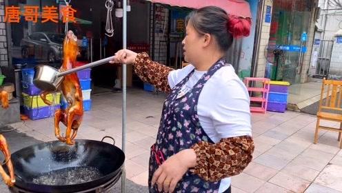 """柳州""""脆皮狗肉""""制作过程,60元一斤,整点砂锅炖喝几杯!过瘾"""
