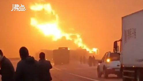 突发!陕西包茂高速40余辆车相撞 10余辆车起火多人被困