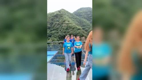 世界之大无奇不有!三亚旅游偶遇十对逆天双胞胎最后一对确定是亲生的吗