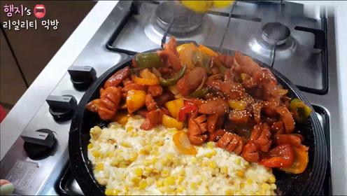 【Hamzy小姐姐的美食】:火腿肠炒蔬菜 & 起司玉米粒~烧酒和啤酒