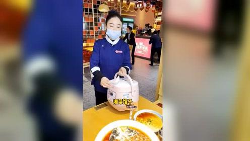早期干饭人用锅吃饭的珍贵视频,你能吃几锅?