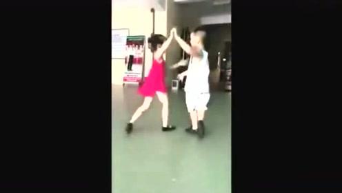 湖南5岁哥哥与3岁妹妹跳拉丁舞,孩子教成这样,父母可以收山了!
